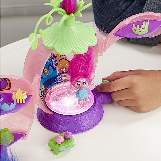 DreamWorks Trolls Poppy's Coronation Pod Playset